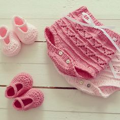 Happy friday!     #pontinhosmeus #knitting #knittersofinstagram #babyknitting #babyfashion #newbornphotography | Flickr - Photo Sharing!