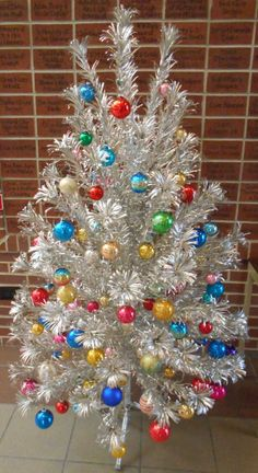 Silver Tinsel Christmas Tree, Merry Christmas, Beautiful Christmas Trees, Christmas Scenes, Vintage Christmas Ornaments, Christmas Tree Decorations, Christmas Time, Christmas Baubles, Christmas Lights