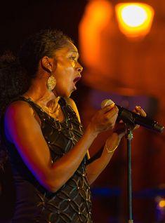 """Il Corso """"Il Mio Microfono per Cantare"""" su Udemy adesso è disponibile ad un prezzo speciale. Samuel Morse, Sound Engineer, Cover Songs, Original Music, Master Class, Orchestra, Metallica, Videos, Competition"""