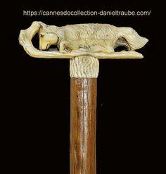 Pommeau en ivoire présentant un renard avec des yeux en verre filé. Le fût est en châtaigner (Fin XVIIIème siècle) Cannes, Ivoire, Walking, Home Decor, Fox, Eyes, Decoration Home, Room Decor, Woking