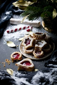 christmas cookies photography Weihnachtspltzchen G - christmascookies Xmas Food, Christmas Desserts, Christmas Treats, Christmas Baking, Christmas Cookies, Christmas Food Photography, Noel Christmas, Food Styling, Holiday Recipes