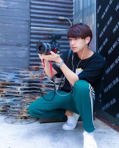 Sexy Asian Men, Asian Boys, Handsome Faces, Handsome Boys, Boy Photography Poses, Boy Pictures, Bright Pictures, Thai Drama, Cute Gay Couples