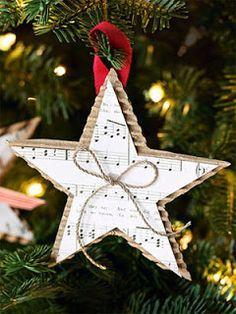 Etoile décoration de sapin Noël papier à musique, carton, ficelle
