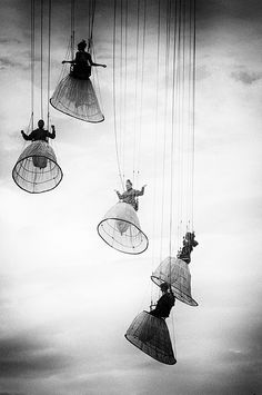 "/ Photo ""Duch angels"" by Julien Oncete (black and white photography swing) Old Photos, Vintage Photos, Vintage Photography, Art Photography, Ethereal Photography, People Photography, Design Visual, Design Design, Night Circus"