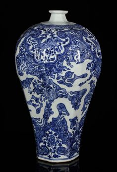 CHINESE MING STYLE BLUE AND WHITE MEI VASE, PORCELAIN Asian Antiques and Estate Auction | Kaminski Auctions