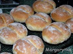 Kulinarne Szaleństwa Margarytki: Bułki wrocławskie czyli popularne bułki z przedziałkiem