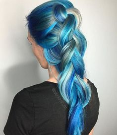 Blue and white ombré hair color in braid Bright Hair, Pastel Hair, Purple Hair, Ombre Hair, Colorful Hair, Love Hair, Gorgeous Hair, Color Fantasia, Costume Noir