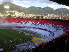 The 2nd largest soccer flag in the world belongs to Colombian team Independiente Santa Fe. It measures 350 x 33 meters!  La 2a. bandera más grande del mundo le pertenece a Independiente Santa Fe. Mide 350 x 33 metros.