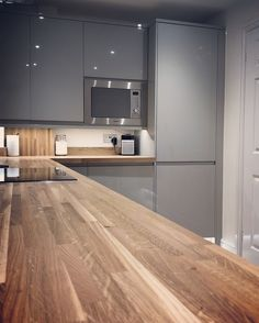 Finally, our new kitchen! Gloss Grey handleless Clerkenwell from @howdensjoinery . . . . #howdens #clerkenwell #kitchen #newkitchen #homeimprovement #glossgrey #modernkitchen #yourhome #instahome #instakitchen #renovation #kitchendesign #kitchenremodel #kitchenremodel #kitchens #instagay #ourkitchen #designerkitchen #howdenskitchen #greykitchen #greykitchenideas #greykitchencabinets #hudsoncarpentry