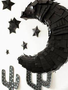 Piñata de lua feita com papelão reaproveitado Harvest Party, Fiesta Cake, Celebration, Theater, Shades