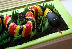 snake birthday cake for reptile party