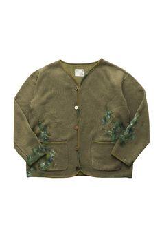 Porter Classic - HAND WORK ARTIST CARDIGAN - OLIVE ポータークラシック《ハンドワークアーティストカーディガン》オリーブ 「画家の一着」 『色彩はそれ自体が何かを表現している』Vincent van Gogh。 ウール37% × コットン63%のオリジナルスウェットは、コットン100%にはない保温性、快適性に優れた生地。ポケットにしまって付着した筆の絵の具。キャンバスに当たった袖口。ほつれた箇所を直し大切に着続けられた一着をお針子がハンドペイントで表現したカーディガン。画家は作業着さえも美しい。 Porter Classic, Clothes, Outfits, Clothing, Kleding, Outfit Posts, Coats, Dresses