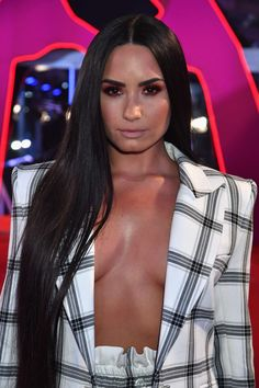 Demi Lovato 2017, Mtv, Praise Hands, Gary Miller, Hand Emoji, Demi Lovato Pictures, Brown Image, Celebrity Scandal, Bikini Pictures