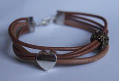serce i winogrona na brążowych rzemykach  heart and grapes on a brown leather straps