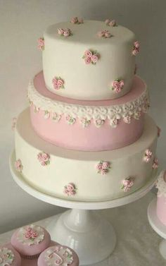Very feminine.  Love the little cakes too.