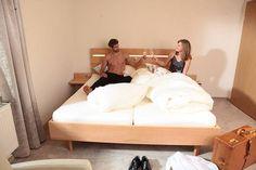 Bett mit integrierter LED-Beleuchtung nicht nur fürs Hotel http://www.die-moebelmacher.de/produkte/wohnen/schlafzimmer/massivholzschlafzimmer14bis15.html