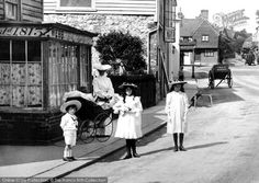 This wonderful scene is taken just off the High Street. It shows a charming group of fashionable children, out shopping with their mother in Edwardian days. This family scene contrasts with the workaday scene of the carts in the middle distance. Photo: Reigate, A Shopping Excursion 1906. #vintagefashion #history #photography #Edwardianfashion