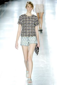 Christopher Kane Spring 2012 Ready-to-Wear Fashion Show - Ros Georgiou