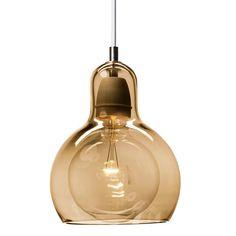 Met de &tradition Mega Bulb SR2 hanglamp haal je een prachtige lamp in huis. Het ontwerp van Sofie Refer is een stijlvolle, unieke combinatie van glas en porselein. Hang er één of meerdere boven de eettafel en creëer een warme, stijlvolle eethoek!
