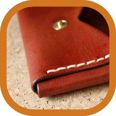 "Memmo LeatherCraft har delt et innlegg på Instagram: ""The prototype is done. I like it, but I'm thinking about reducing the width a little bit. And I…"" • Følg kontoen for å se 87 innlegg. Little Bit, Cotton Rope, Vegetable Tanned Leather, Leather Accessories, Leather Tooling, Leather Craft, Sunglasses Case, Carving, Studio"