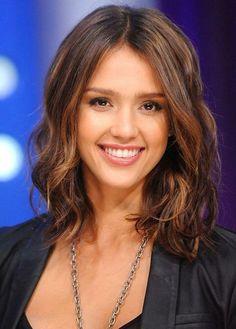 Loving Jessica Alba medium length soft brown wavy hair. #jessicaalba