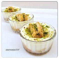 No photo description available. Lebanese Desserts, Lebanese Recipes, Turkish Recipes, Middle East Food, Middle Eastern Desserts, Ramadan Sweets, Ramadan Recipes, Glace Fruit, Arabian Food