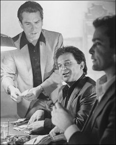 Robert De Niro and Joe Pesci and Ray Liotta in Goodfellas Portrait playing cards around table gambling Poster Ray Liotta Goodfellas, Goodfellas Movie, Joe Pesci Goodfellas, Goodfellas Quotes, Goodfellas Barber Shop, Mafia Gangster, Gangster Movies, Love Movie, Movie Tv