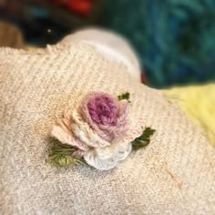 @buni_1226 • Instagram 사진 및 동영상 Embroidery Designs, Cross Stitch, Floral, Flowers, Instagram, Dressmaking, Needlepoint, Embroidery, Punto De Cruz