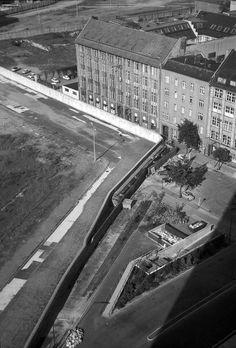 Berlin 1970 Blick vom Axel-Springer-Haus auf Mauer (Lindenstrasse)