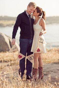 Idei de sedinta foto de logodna | Romantic engagement photos ideas | Cute creative poses | Save the date 2017