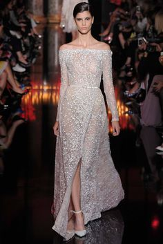 Doğru DNA's… Elie Saab presents the 2014 Couture Autumn Collection – Elie Saab! Elie Saab 2014 autumn haute couture collection with the right DNA and the right principles; Style Couture, Couture Fashion, Runway Fashion, Couture 2015, Net Fashion, Paris Fashion, Beautiful Gowns, Beautiful Outfits, Elegant Dresses