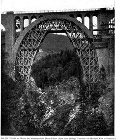 Abb. 152. Viadukt bei Wiesen der Schmalspurbahn Davos-Filisur. (Nach einer photogr. Aufnahme von Hermann Wolf in Konstanz.)