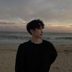 """Sometimes people are beautiful. Not in looks."" — Mark Zusak, I am the Messenger - - - - Cr,to… Hot Korean Guys, Korean Boys Ulzzang, Cute Asian Guys, Cute Korean Boys, Ulzzang Couple, Ulzzang Boy, Korean Men, Asian Boys, Asian Men"