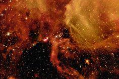 1987年、過去400年で最も明るい超新星爆発が、大マゼラン雲のタランチュラ星雲で観測された。この爆発によって真珠のネックレスを思わせるリング状の構造が生じた。
