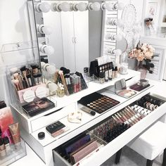 Beauty room & makeup collection checklist to your beauty room wit Makeup Room Decor, Makeup Desk, Makeup Rooms, Ikea Makeup, Rangement Makeup, Makeup Storage Organization, Organization Ideas, Storage Ideas, Vanity Room
