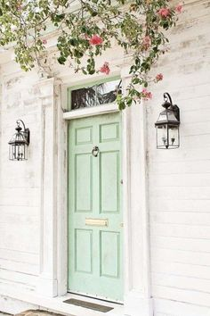 7 Pretty Front Door Colors 7 pretty front door color ideas to improve your home's curb appeal and add more style! 7 Pretty Front Door Colors 7 pretty front door color ideas to improve your home's curb appeal and add more style! Cottage Front Doors, Green Front Doors, Front Door Colors, Cottage Door, Colored Front Doors, Coloured Doors, Country Front Door, Cottage Homes, Home Design Decor