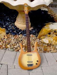 1960 Danelectro Longhorn Bass 4-String   The Guitar Broker