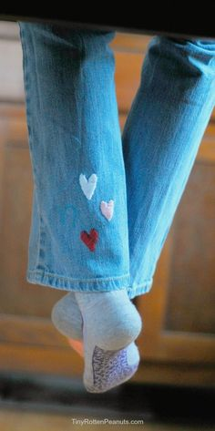 36 Genius Ways To Transform Your Jeans DIY Jeans Makeovers Surprise Embroidered Hearts Easy Crafts and Tutorials to Refashion and Upcycle Your Jeans and Create Ripped Distressed Bleach Lace Edge Cut O Diy Jeans, Diy Clothes Jeans, Sewing Clothes, Clothes Storage, Dress Sewing, Diy Clothes Refashion, Diy Clothing, Clothing Labels, Diy Upcycled Shorts