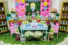 Alice in Wonderland birthday party | CatchMyParty.com