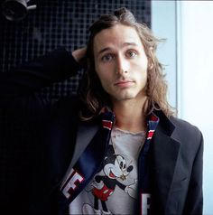 I don't think Nick Valensi can ever look bad.