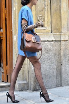 Something in the dress, thegloves and the bag.. But the legs with dotted tights .. not a such good idea