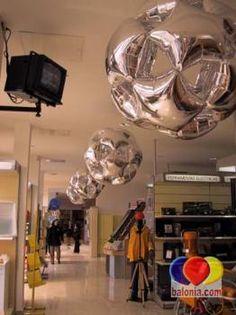 Esferas em balões de microfolha prateados. Silver foil balloon spheres