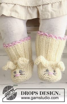 Baby Knitting Patterns Booties Baby Free Instructions from DROPS Design Baby Knitting Patterns, Knit Baby Booties Pattern Free, Easter Crochet Patterns, Knitted Booties, Knitting For Kids, Baby Patterns, Free Knitting, Knitted Baby Socks, Doll Patterns