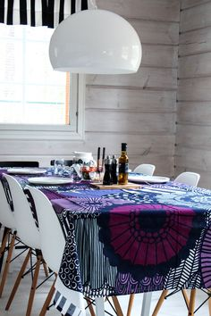 marimekko siirtolapuutarha diningroom eames vitra kartell plywood Scandinavian Style Home, Scandinavian Furniture, Scandinavian Living, Scandinavian Design, Marimekko, Cottage Design, House Design, Cottage Renovation, Interior Decorating