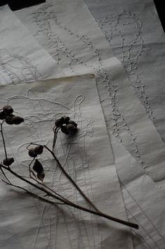 森田千晶ホームページ(WORKS) Stitch onto paper or fabric and then laminate with tissue paper. Varieties: coloured stitching, coloured tissue