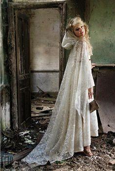 lace cape for a winter bride by Zelia