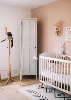 Excellent baby arrival info are available on our site. Read more and you wont be sorry you did. Bedroom Themes, Bedroom Decor, Baby Bedroom, Home Renovation, Home Remodeling, Blue Ceilings, Floral Pillows, After Baby, White Bedding