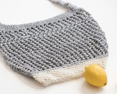 Today's free pattern and tutorial is for an easy, eco-friendly knit market bag! This shopping tote is simple to knit and is designed with new knitters in Easy Scarf Knitting Patterns, Knitting Terms, Crochet Shrug Pattern, Circular Knitting Needles, Tote Pattern, Free Knitting, Crochet Patterns, Knitting Stitches, Knitting Projects