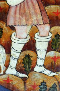 «Calzas enteras» enrolladas por debajo de la rodilla. Retablo de la capilla funeraria de los Ayala en Quejana (Álava), Anónimo, hacia 1396, Art Institute, Chicago (detalle) http://opusincertumhispanicus.blogspot.com.es/2012/04/las-calzas-ii-en-el-hombre-en-la-baja.html