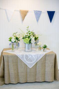 preppy burlap wedding decor (Photo by Lizzy C Photography)